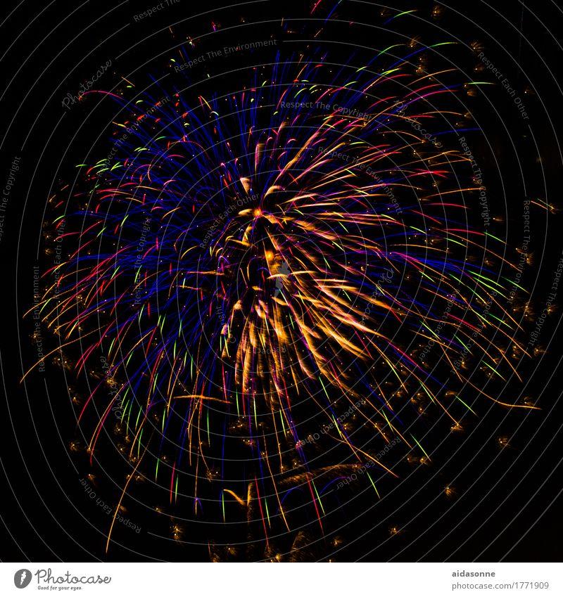 Feuerwerk Freude Nachtleben Entertainment Party Veranstaltung Musik Feste & Feiern Silvester u. Neujahr Jahrmarkt Hochzeit Glück Begeisterung Farbfoto