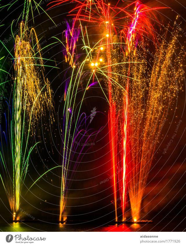 feuerwerk Nachtleben Entertainment Party Veranstaltung Musik Feste & Feiern Silvester u. Neujahr Jahrmarkt Hochzeit Freude Glück Begeisterung Farbfoto