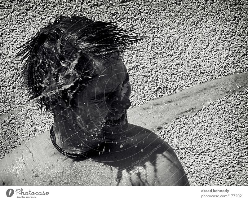 Kaltes Klares Wasser Mensch Sommer Freude Leben kalt Kopf nass Schwimmen & Baden maskulin frisch Wassertropfen Schwimmbad Reinigen Sauberkeit Veranstaltung