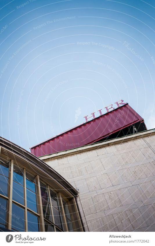 Hier Berlin Hauptstadt Stadtzentrum Menschenleer Haus Gebäude Architektur Mauer Wand schiller theater Schriftzeichen Ferien & Urlaub & Reisen Ferne hier lang