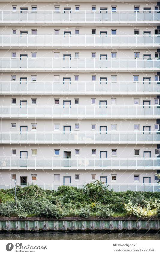 Schließfachbewohner Stadt weiß Haus Architektur Berlin Gebäude Fassade Design hell Hochhaus ästhetisch einfach Sauberkeit Hauptstadt Balkon Stadtzentrum