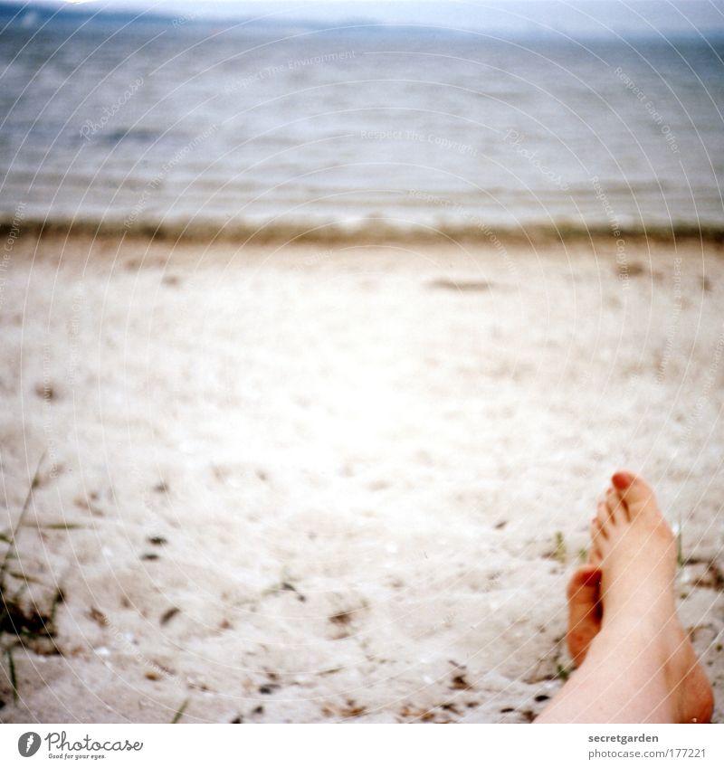 [KI09.1] fussfetischistisch. Mensch Wasser Ferien & Urlaub & Reisen Meer Strand ruhig Erholung Ferne Küste Sand Fuß Horizont Zufriedenheit liegen beobachten