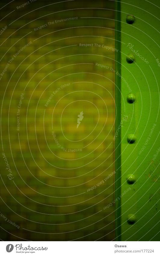 Stein und Eisen grün dunkel Wand Mauer Architektur Fliesen u. Kacheln Stahl vertikal Strebe Niete Träger Hochformat