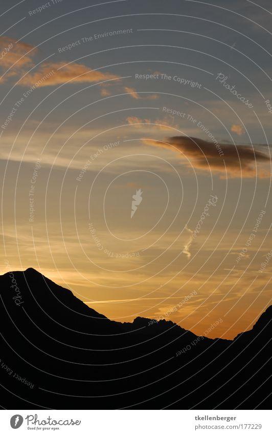 daydream Himmel Sonne blau schwarz Wolken gelb Berge u. Gebirge Landschaft Luft Stimmung gold Horizont Felsen genießen Verlauf Farbverlauf