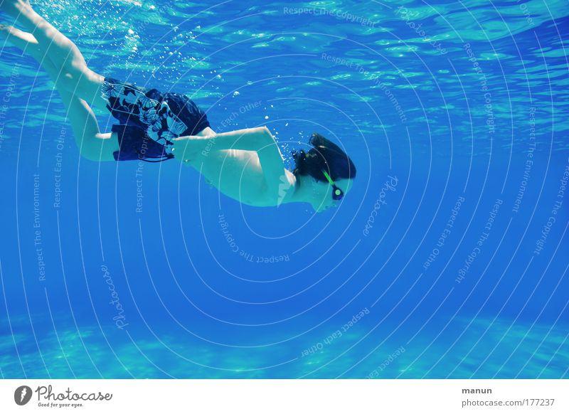Freediver Jugendliche blau Sonne Ferien & Urlaub & Reisen Sommer Freude Erholung Leben Sport Bewegung Kindheit Gesundheit Zufriedenheit nass Schwimmen & Baden frei