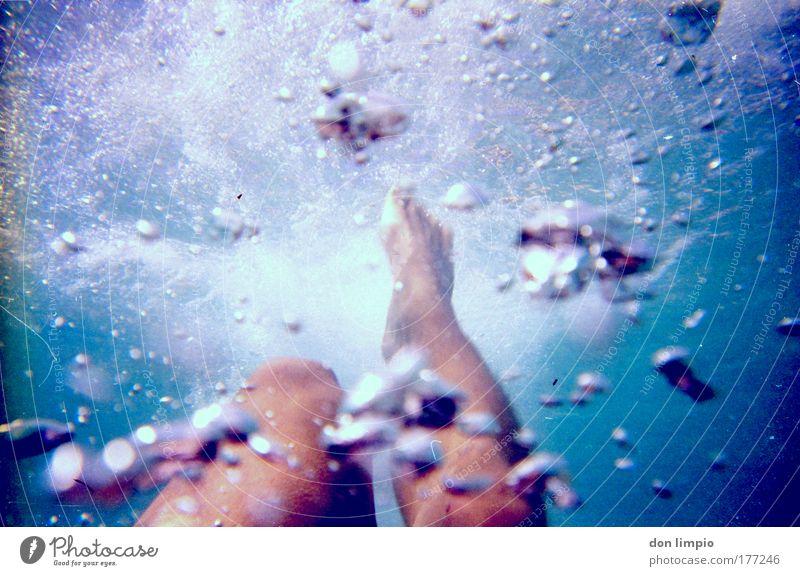 bon aqua Mensch blau Meer Beine Fuß Schwimmen & Baden nass frisch Schwimmbad tauchen Flüssigkeit sportlich analog Barfuß Sportler Wassersport