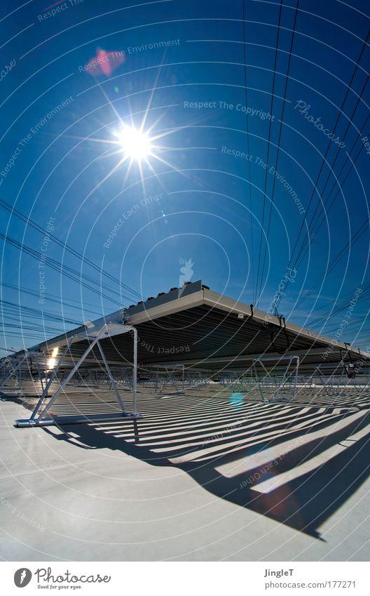 dark blue sun Himmel weiß Sonne blau Elektrizität hell modern Energiewirtschaft neu Dach Sonnenenergie ökologisch Umweltschutz Blauer Himmel Hochspannungsleitung alternativ