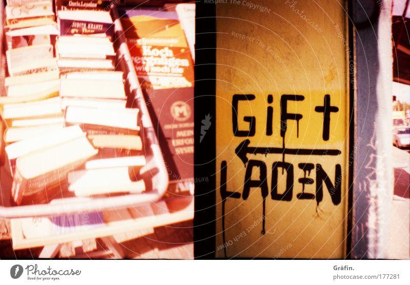 Giftladen Farbfoto Freizeit & Hobby Bildung Buch Sammlerstück Schriftzeichen Schilder & Markierungen Graffiti Billig kaputt viele sparsam Buchladen Bücherkiste