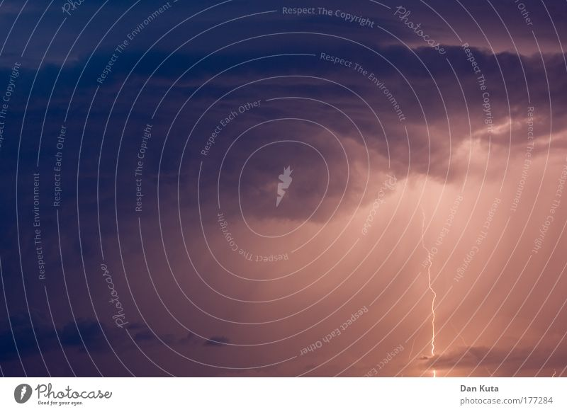 Beim Zeus! Umwelt Urelemente Luft nur Himmel Gewitterwolken Klima Regen Blitze Wärme Aggression bedrohlich dunkel gigantisch gruselig rebellisch Geschwindigkeit