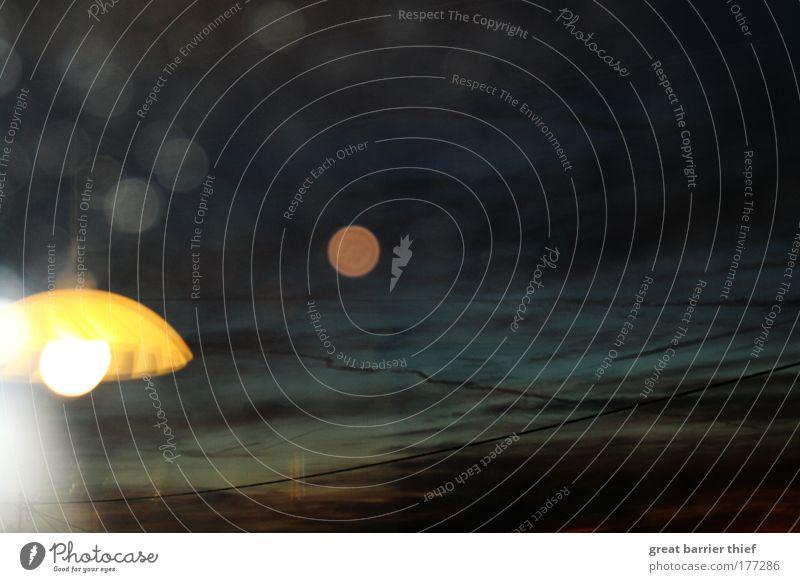 Himmelsbeleuchtung blau Sommer Wolken gelb Lampe dunkel Wetter außergewöhnlich trashig Schönes Wetter Lampenschirm Abendsonne Gewitterwolken