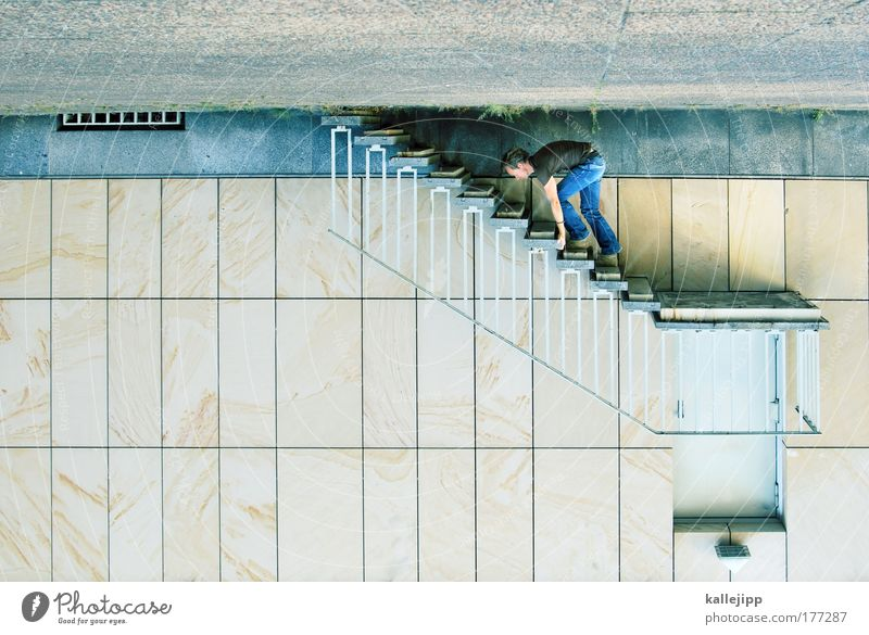 one step beyond Mensch Mann Hand ruhig Haus Erwachsene Erholung Leben Wand Spielen Mauer Beine Rücken Arme Fassade Freizeit & Hobby