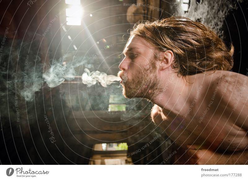 smoking gun Mensch Mann Jugendliche Erwachsene dunkel Haare & Frisuren träumen maskulin außergewöhnlich authentisch 18-30 Jahre einzigartig Rauchen Junger Mann Bart Verfall