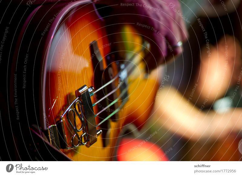 Klangfarbe | Bassline Künstler Musik Konzert Bühne Musiker Spielen Musikinstrument Kontrabass Elektrobass zupfen Rockmusik Rockmusiker Hand musizieren