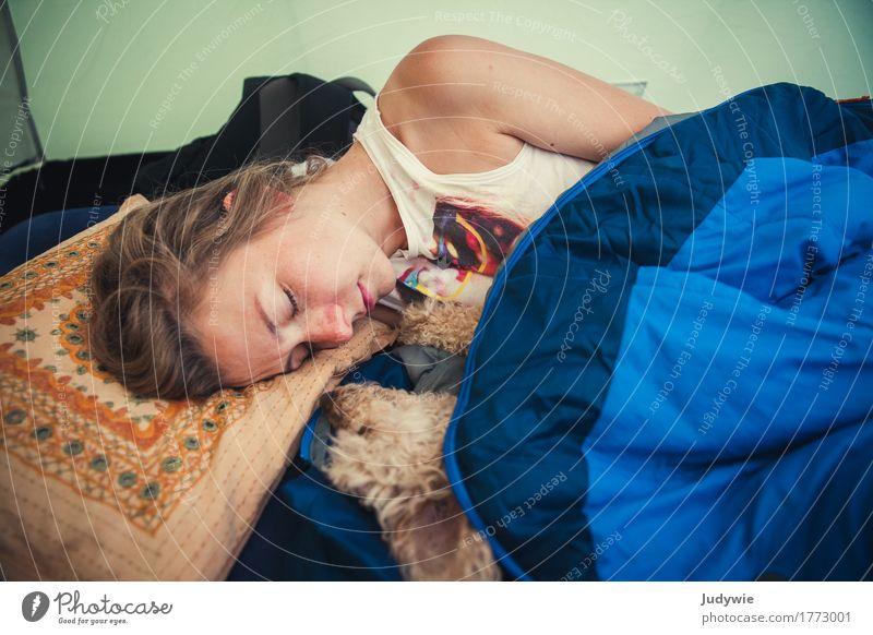 Schlafmützen Erholung ruhig Ferien & Urlaub & Reisen Camping Sommer Mensch feminin Junge Frau Jugendliche Erwachsene Tier Haustier Hund Pudel Zwergpudel