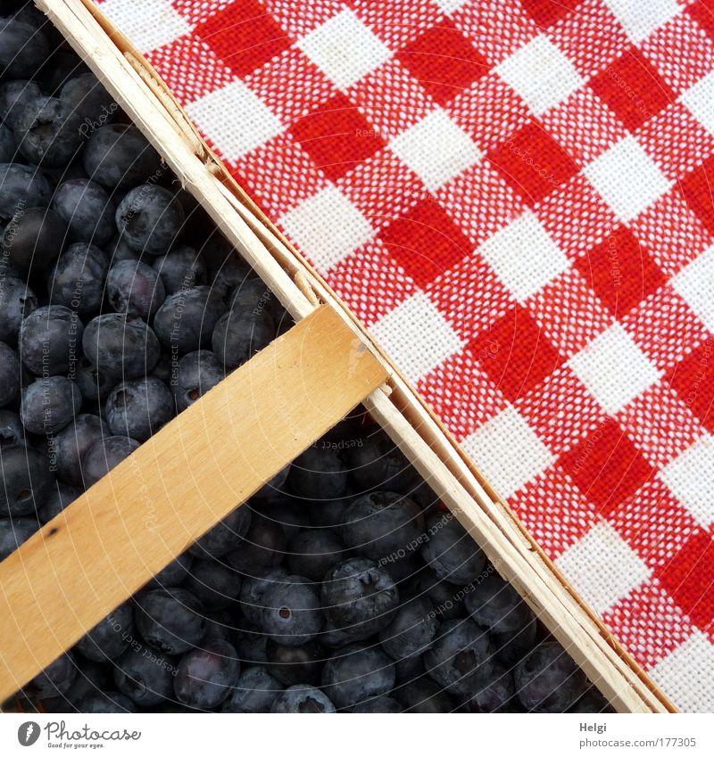 Geometrie... Farbfoto mehrfarbig Außenaufnahme Detailaufnahme Menschenleer Tag Vogelperspektive Lebensmittel Frucht Blaubeeren Ernährung Bioprodukte Holz