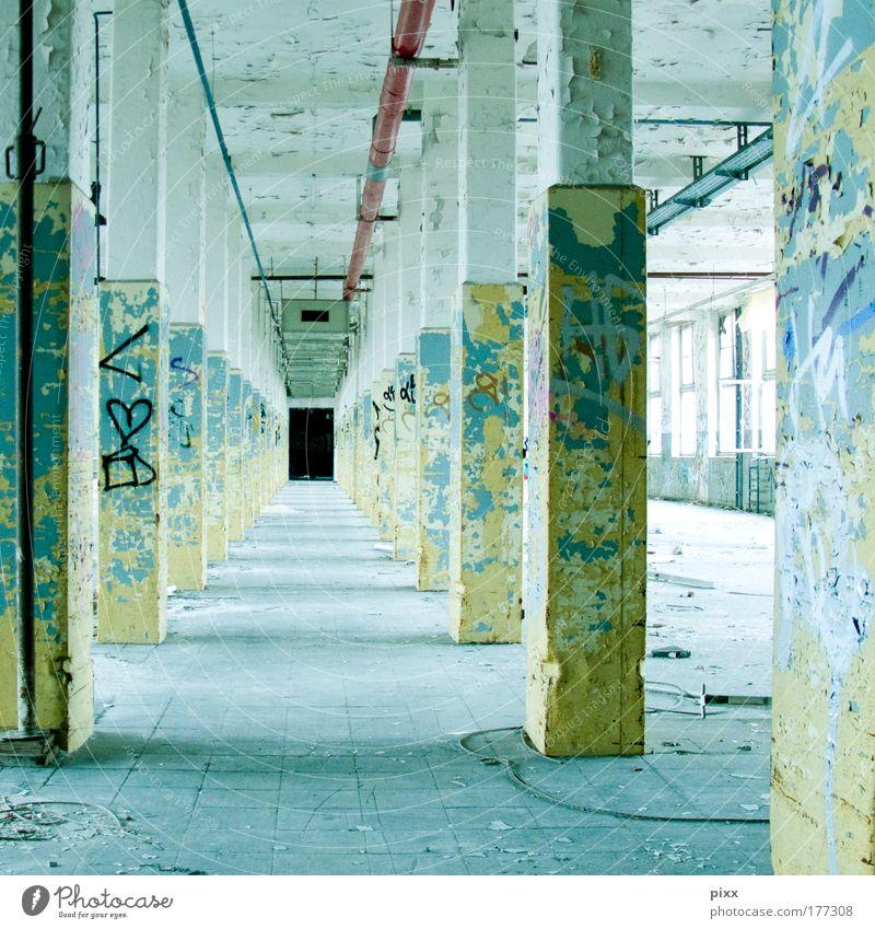 New York Hall Farbfoto Innenaufnahme Menschenleer Renovieren Feierabend Fabrik Gebäude Architektur Mauer Wand Wege & Pfade Beton Graffiti gehen alt authentisch