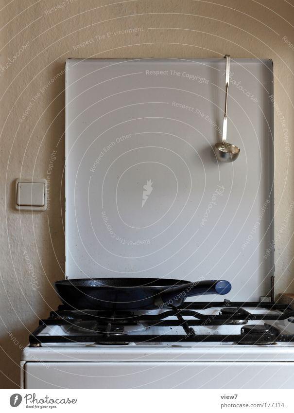 Fleisch braten. alt Ernährung Einsamkeit grau Stein Zufriedenheit Raum Metall Ordnung ästhetisch Kochen & Garen & Backen retro trist Küche authentisch einfach