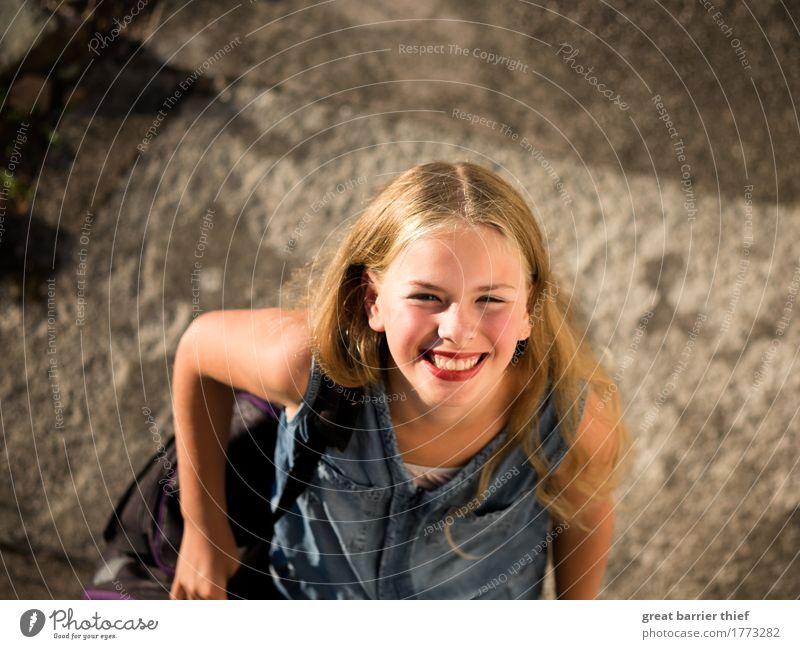 Holidaygirl Mensch feminin Kind Mädchen Geschwister Schwester Kindheit Jugendliche Leben Haare & Frisuren Lippen 1 8-13 Jahre brünett blond langhaarig lachen