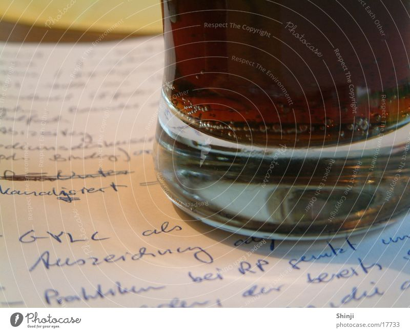 Glas auf Papier Getränk blasen Zettel Erfrischung Limonade Mineralwasser Cola Medaille Handschrift
