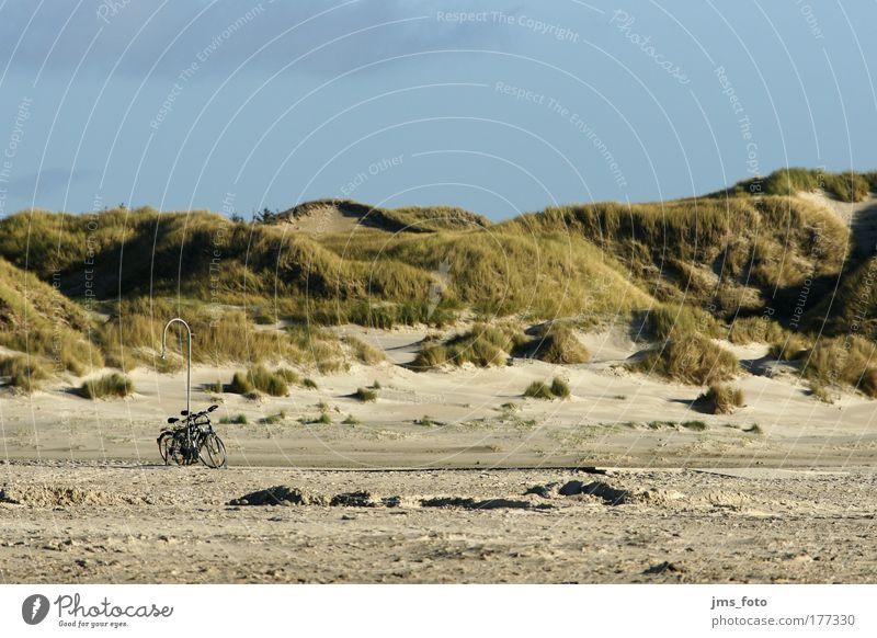 Fahrräder am Laternenpfahl Ferien & Urlaub & Reisen Strand Ferne Landschaft Freizeit & Hobby Insel fahren Hügel Amrum