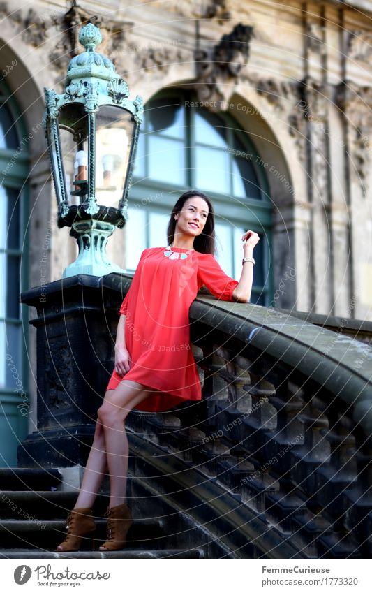 LadyInRed_1773320 Mensch Frau Jugendliche schön Junge Frau rot 18-30 Jahre Erwachsene Lifestyle feminin Stil Glück Lampe Mode Treppe elegant