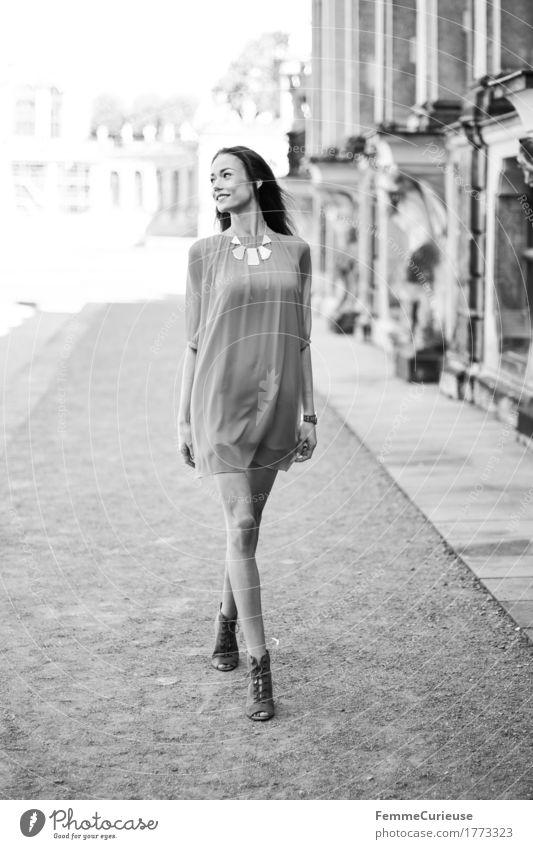 LadyInRed_1773323 Lifestyle elegant Stil schön Junge Frau Jugendliche Erwachsene Mensch 18-30 Jahre Mode Accessoire Schmuck feminin Model Barock Dresden Tourist