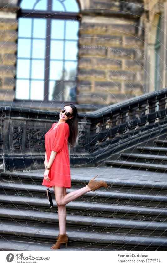 LadyInRed_1773324 Lifestyle elegant Stil schön Junge Frau Jugendliche Erwachsene Mensch 13-18 Jahre 18-30 Jahre Mode Bekleidung Accessoire Schmuck feminin