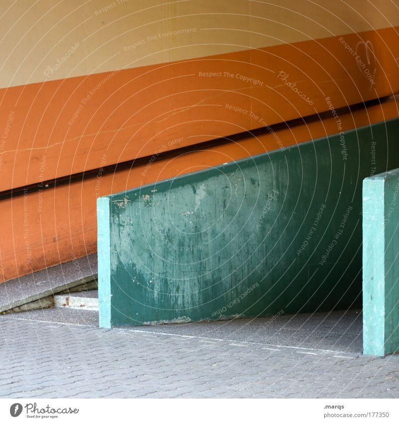 Passage grün Stadt Wand Architektur Mauer Linie orange Fassade Beton Design Streifen retro einzigartig Geländer Verfall eckig