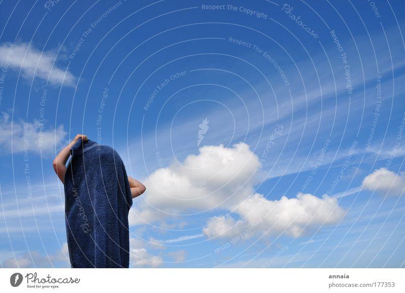 Lucy in the Sky Mensch Himmel blau Sonne Sommer Freude Strand Ferien & Urlaub & Reisen Meer Wolken Erholung Leben Spielen Freiheit Kindheit Neugier