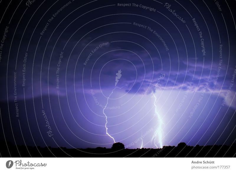 2012 Farbfoto Gedeckte Farben Außenaufnahme Menschenleer Textfreiraum oben Dämmerung Nacht Blitzlichtaufnahme Kontrast Lichterscheinung Energiekrise Natur