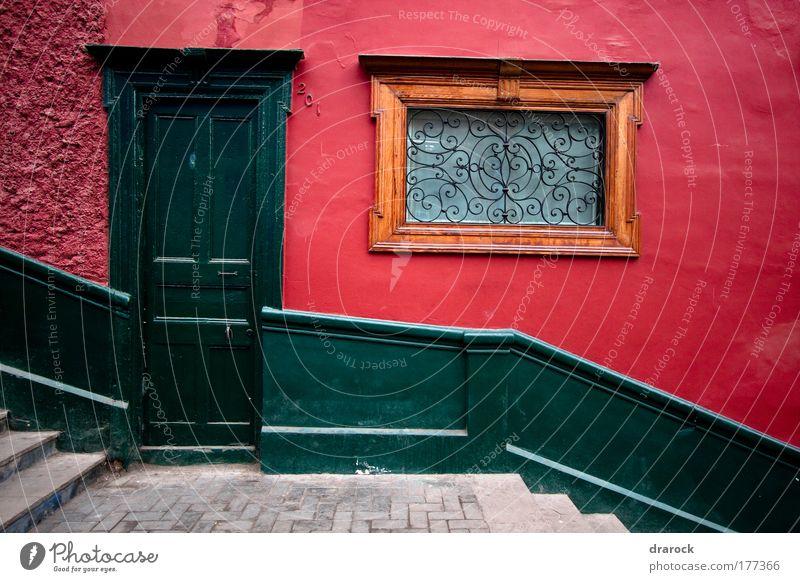 Die grüne Tür Farbfoto Außenaufnahme Detailaufnahme Morgen Zentralperspektive Vorderansicht Lima Barranco Peru Südamerika Altstadt Haus Park Mauer Wand Treppe