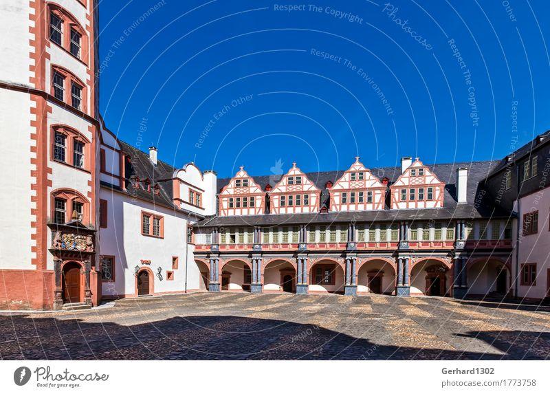 Innenhof des Schlosses Weilburg Ferien & Urlaub & Reisen Ausflug Sightseeing wandern Kleinstadt Altstadt Burg oder Schloss Fassade Sehenswürdigkeit Denkmal Lahn