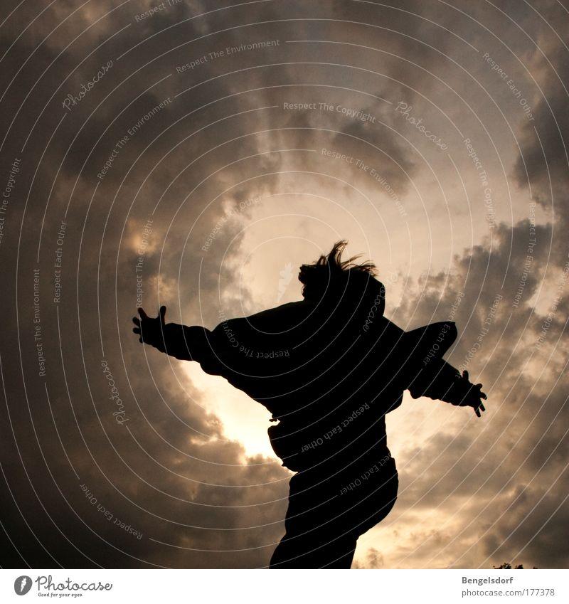 Dem Himmel ein Stück näher Ferien & Urlaub & Reisen Sommer Sommerurlaub Sonnenbad Mensch Junger Mann Jugendliche Leben 1 Wolken Nachthimmel Glück verrückt