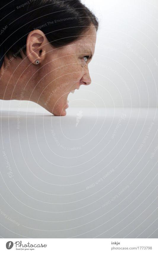 bissig Frau Erwachsene Leben Gesicht 1 Mensch 30-45 Jahre schreien Aggression wild Wut Gefühle gereizt Feindseligkeit Rache Hass angriffslustig tierisch