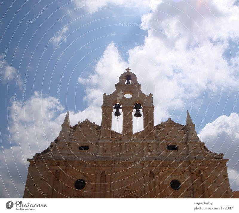 Die Wolken ziehen vorbei... Farbfoto Außenaufnahme Menschenleer Tag Sonnenlicht Froschperspektive Kultur Denkmal Kreta Griechenland Europa Kirche Turm Bauwerk