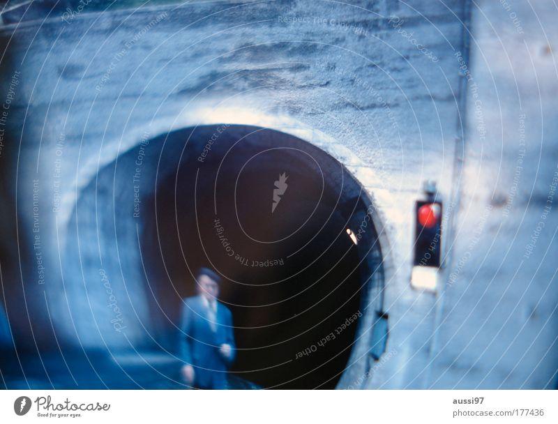 Being for the Benefit of Mr. Kite! Tunnel Herr alt Senior Hut Spazierstock rot Ampel stoppen Einsamkeit Positive Liquid