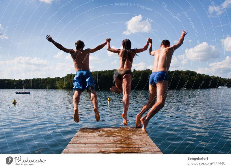 Wer zuletzt im Wasser ist, der... Mensch Freude Jugendliche Sonne Ferien & Urlaub & Reisen Sommer Ferne Leben Freiheit See Paar Freundschaft Freizeit & Hobby