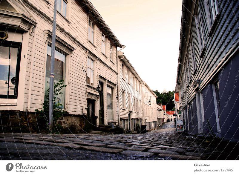 store elvegate mandal Einsamkeit Haus Fenster Stil Wege & Pfade Gebäude Arbeit & Erwerbstätigkeit Tür Tourismus authentisch Häusliches Leben bedrohlich