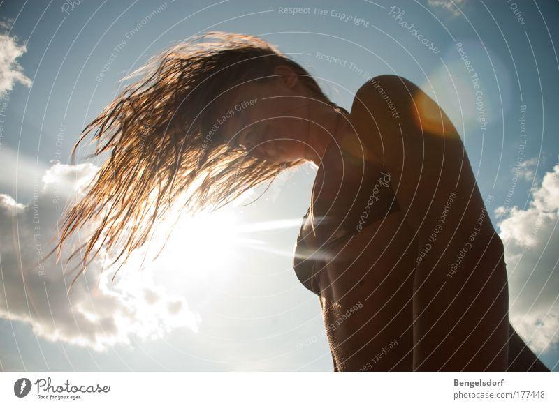 trocknen Mensch Himmel Jugendliche schön Sonne Meer Sommer Strand Wolken Leben feminin Haare & Frisuren Wind natürlich Junge Frau Wellness
