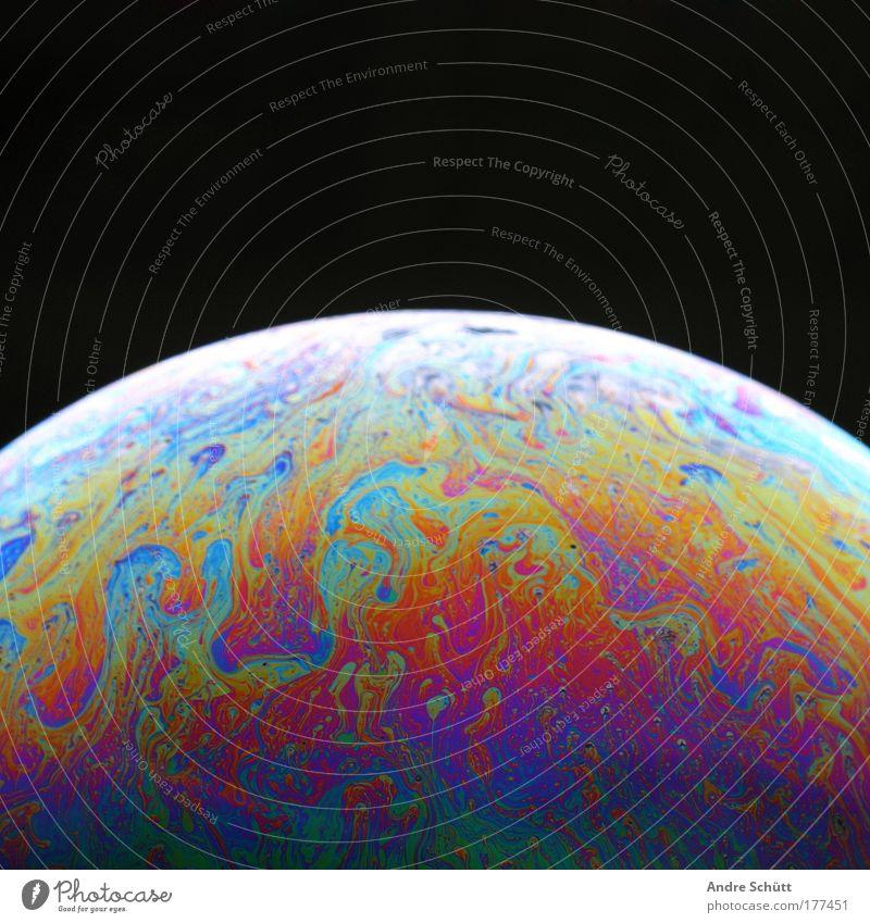 Planet Soap VII Farbfoto mehrfarbig Studioaufnahme Nahaufnahme Detailaufnahme Menschenleer Textfreiraum oben Hintergrund neutral Nacht Blitzlichtaufnahme