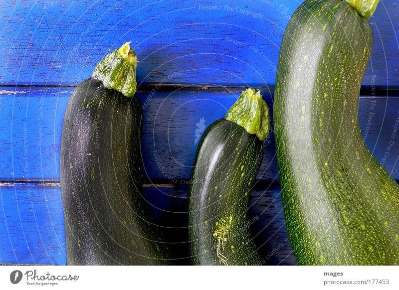 Zucchini Natur blau grün Sommer Farbe Herbst Holz Gesundheit glänzend Lebensmittel frisch Ernährung Tisch genießen Gemüse Appetit & Hunger