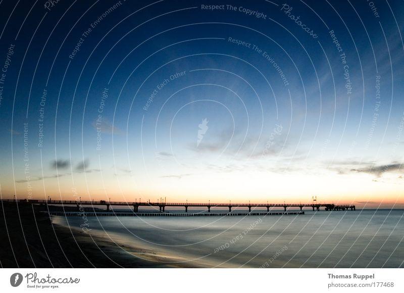 Seebrücke Farbfoto Außenaufnahme Menschenleer Textfreiraum oben Textfreiraum unten Textfreiraum Mitte Tag Abend Dämmerung Silhouette Sonnenaufgang