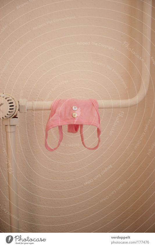 p Bekleidung rosa Hose Unterwäsche Mode Stil Röhren Knöpfe erhängen Sauberkeit weich Farbe feminin Junge Frau Dessous ordentlich frisch Wäsche waschen Waschtag