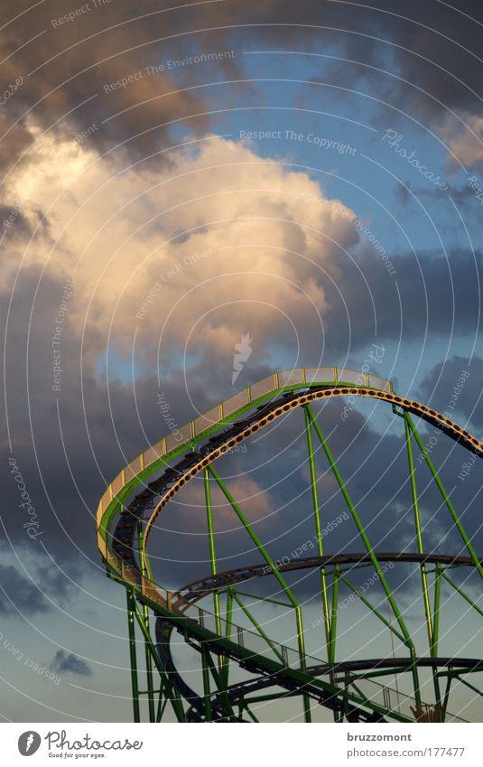 Freie Bahn Freude Metall Angst Freizeit & Hobby Ausflug gefährlich bedrohlich fahren fallen schreien Jahrmarkt dramatisch Gewitterwolken Achterbahn