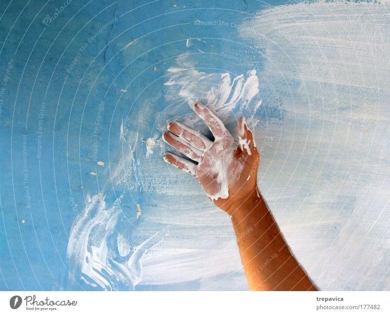 farbe II Hand Wasser weiß blau Freude Schnee Arbeit & Erwerbstätigkeit Wand Mauer Luft Graffiti Kraft Haut Arme maskulin Finger