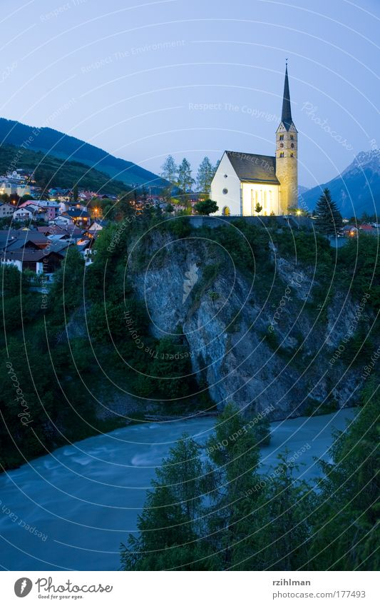 Kirche Scuol Natur Himmel Landschaft Religion & Glaube Architektur Kirche Fluss Dorf Kanton Graubünden Engadin