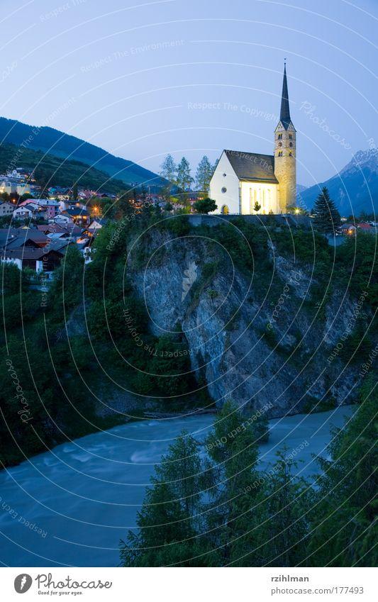 Kirche Scuol Natur Himmel Landschaft Religion & Glaube Architektur Fluss Dorf Kanton Graubünden Engadin