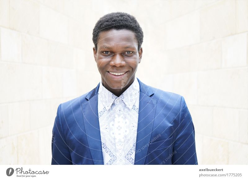 junger Mann Mensch Jugendliche Mann Junger Mann 18-30 Jahre schwarz Erwachsene Lifestyle Stil lachen Business Mode maskulin elegant Fröhlichkeit Lächeln