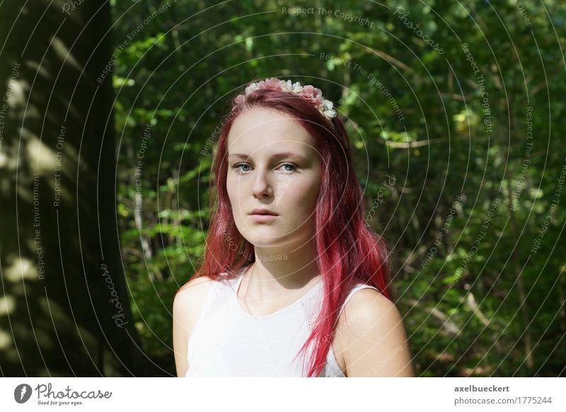 Mensch Frau Natur Jugendliche Sommer schön Junge Frau Baum Mädchen Wald 18-30 Jahre Erwachsene Blüte Lifestyle feminin Mode