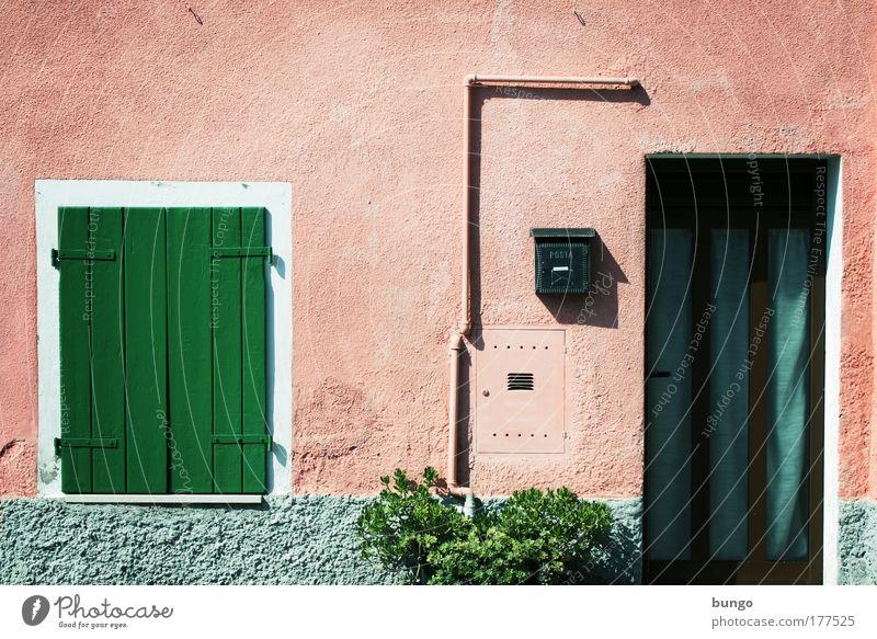 italia alt grün Haus Wand Fenster Mauer Gebäude rosa Tür Armut Sträucher Italien Häusliches Leben Dorf Röhren Briefkasten